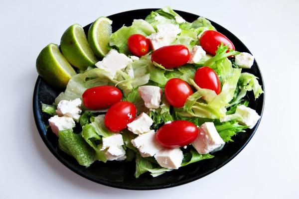 Plato de ensalada fresca