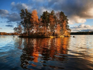 Postal: El lago Vuoksa, en el istmo de Carelia, que separa Rusia y Finlandia