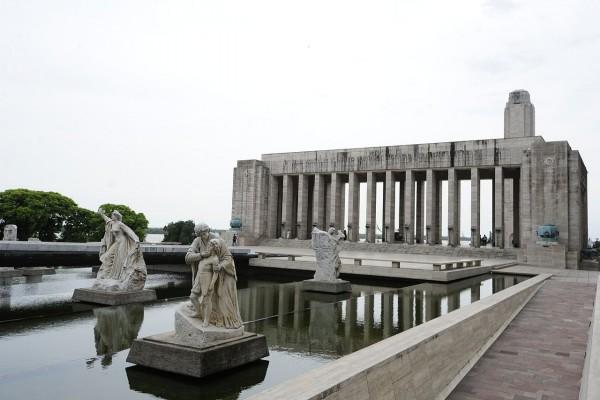 Estatuas de Lola Mora en Pasaje Juramento (Rosario, Argentina)