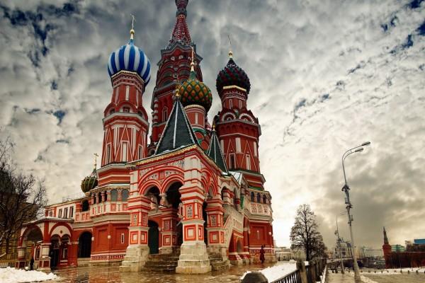 Cielo nuboso en la ciudad de Moscú, Rusia