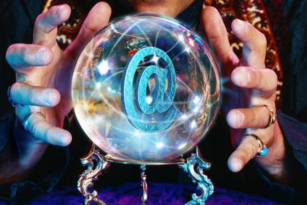 Arroba en una bola de cristal