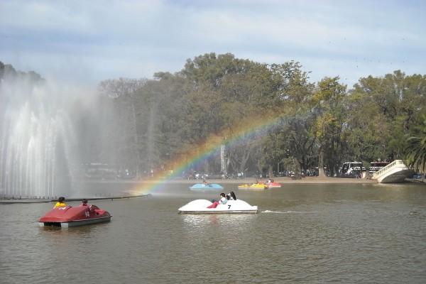 Lanchas a pedal en el lago del Parque Independencia (Rosario, Santa Fe, Argentina)