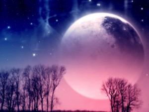 Luna en un cielo de dos colores