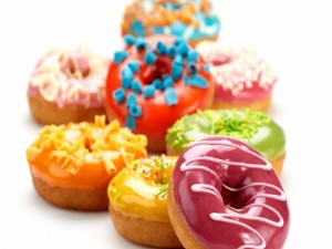Postal: Donuts de colores brillantes
