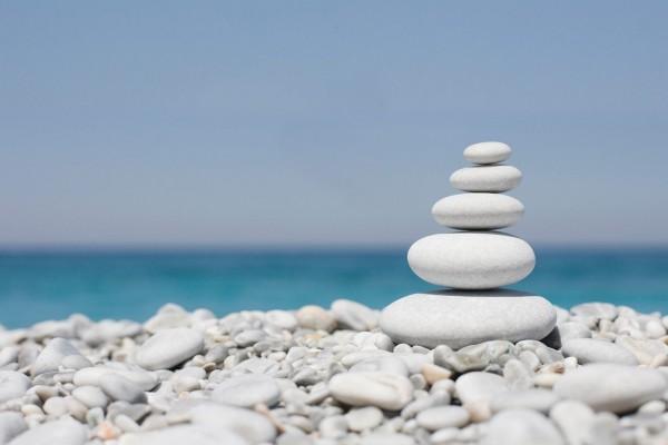 Piedras Zen cerca del mar