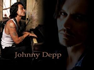 Johnny Depp tocando el piano