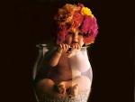 Bebé con sombrero de flores