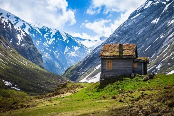 Casita entre montañas