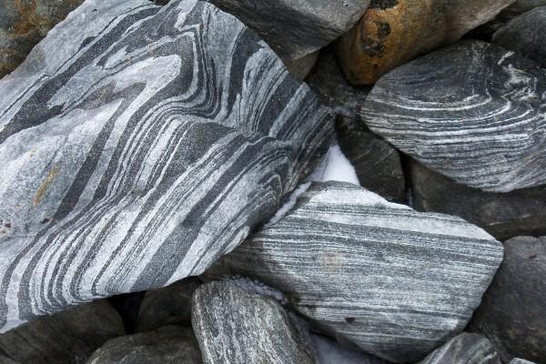 Piedras con líneas