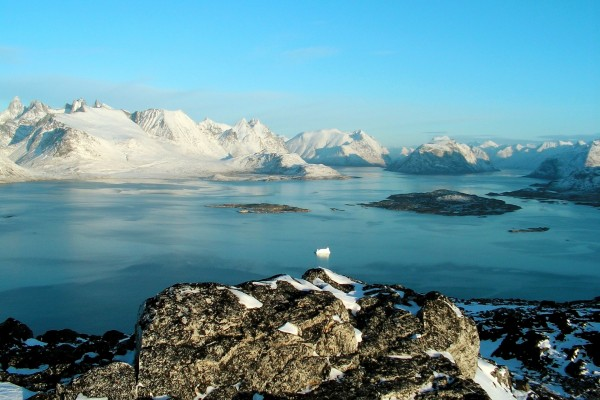Agua entre las frías montañas