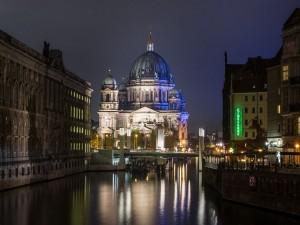 Catedral de Berlín en la noche