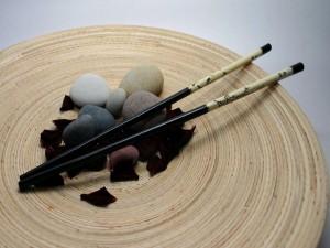 Palillos y piedras