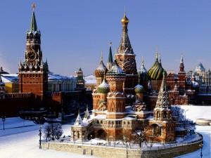 Edificios nevados en Moscú