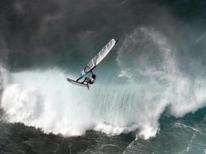 Postal: Windsurf con mucho oleaje