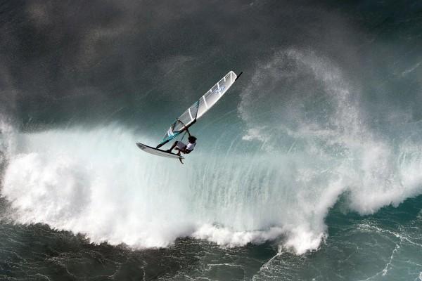 Windsurf con mucho oleaje