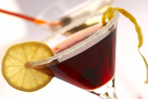 Azúcar en el borde de una copa de cóctel