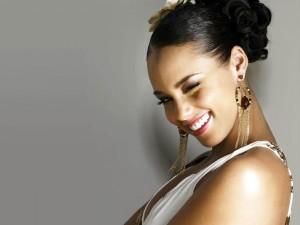 Alicia Keys guiñando un ojo
