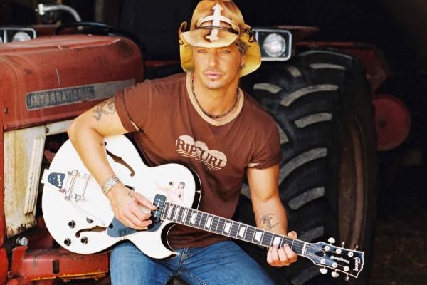 Bret Michaels tocando la guitarra
