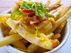 Patatas fritas con queso