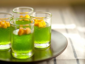 Bebidas verdes con mango