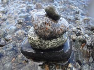Torre zen con piedras de río