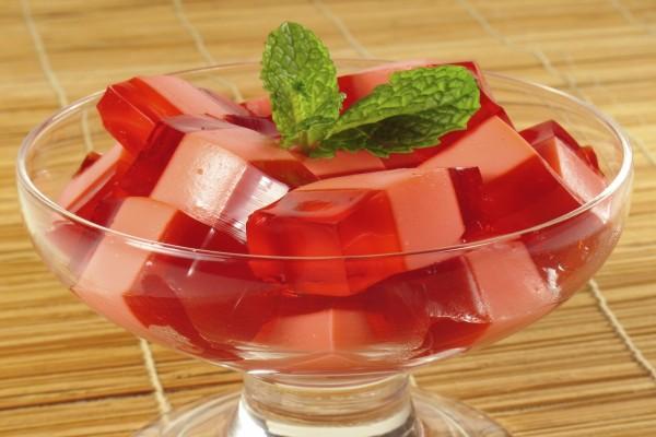 Copa con gelatina de fresa