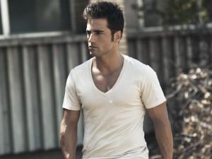 David Bustamante con camiseta blanca