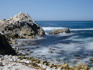 Rocas en la costa del Pacífico Central de los EE.UU.