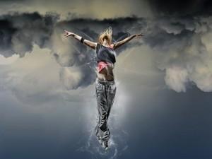 Postal: Chica volando
