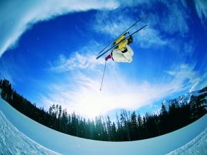 Postal: En el aire con los esquís