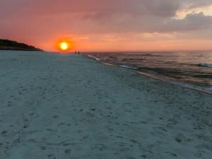 Puesta de sol en Jastarnia Beach, Península de Hel (Polonia)
