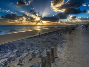 Postal: Puesta de sol en el paseo marítimo de Zoutelande