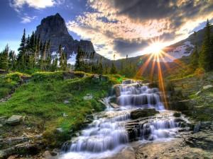 Postal: El sol en la montaña