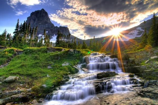 El sol en la montaña