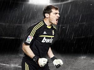 Iker Casillas bajo la lluvia