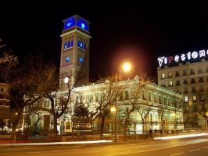 """Postal: Vista nocturna de la """"Casa Árabe de Madrid"""" (España)"""