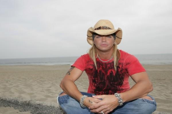 Bret Michaels en la playa
