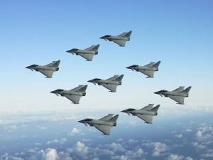 Escuadrón de cazas en vuelo