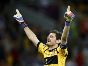 Postal: Iker Casillas con los ojos cerrados