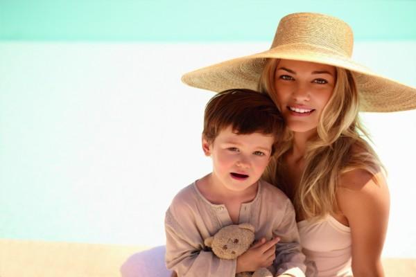 En la playa con mamá