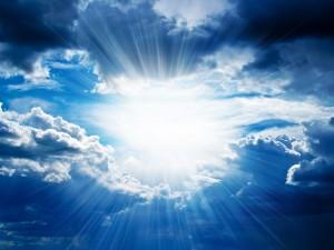 Postal: Luz entre las nubes