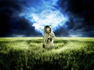 Postal: Astronauta en un campo de trigo