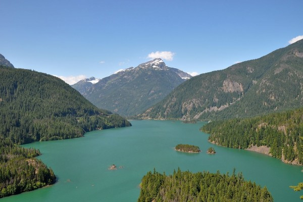 Lago Diablo en el estado de Washington, EE.UU.