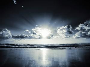 Luz solar reflejada en el mar