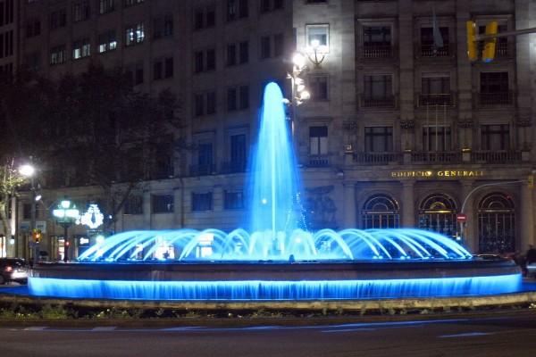 Fuente ornamental en el Paseo de Gracia (Barcelona)