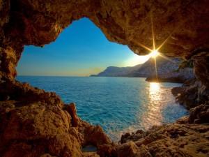 Postal: El mar visto desde una cueva