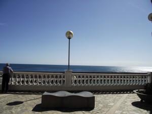 Postal: Contemplando la mar