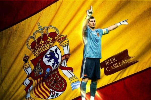 Iker Casillas con la bandera de España