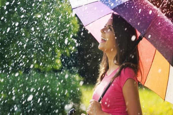 Sonriendo bajo la lluvia