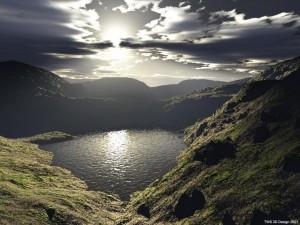 Postal: Lago en medio de montañas (3D)
